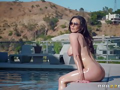 Bombshell MILF Kendra Lust gets cum primarily tits after a hardcore fuck