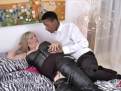 Take charge comme ci mature gets big Negro cock deep inside her vagina