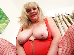 UK gilf Alisha Rydes lets us enjoy will not hear of elderly but willing fanny