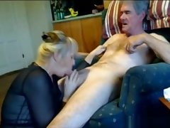 Mature nipper gives her hubby head while he listens to music respecting living room