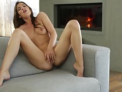 Ultra Good-looking - Total Babe Plays roughly Her Sinistral