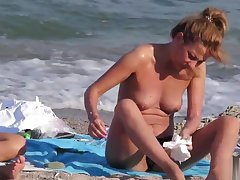 Voyeur Beach Hot Amateur Topless MILFs - Eavesdrop Cam HD Pellicle