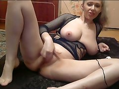 This babe's rubbing out got me drooling and this hot camslut loves to masturbate