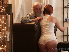 An old fart seduced by a PAWG and that big ass girl fucks of a piece with a champ