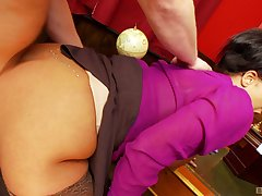 Big ass secretary feels rub-down the young man's load of shit pretty deep