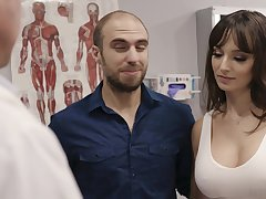 Fucking hot patient Lexi Luna gets the brush mouth and pussy fucked during examination