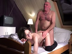 Hot Arwen Gold gives up her pussy to a frisky elderly glitch