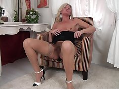 Video be advantageous to consolidated bosom mature Ellen B playing with her hairy pussy