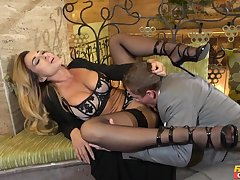 Provocative blonde MILF Aubrey Black opens her legs in be fucked