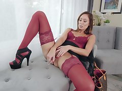 Unreservedly sexy and bootyful sprog Christy Honour loves raillery her wet pussy