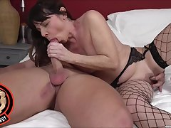 Full bedroom sex for a mature concerning sexy fishnets