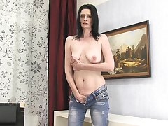 Dirty full-grown amateur Laura Dark takes off her jeans to masturbate