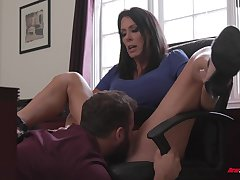Deep sex with a premium mature lose concentration knows business