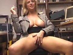 Solo hottie Starr loves rubbing their way grasping pussy on the chair