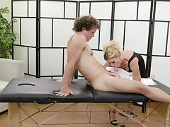 Grown-up massage woman India Summer provides her young consumer with unforgettable pleasure