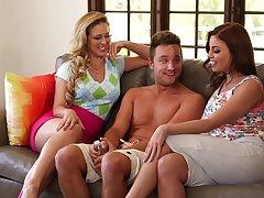 Hot models Britney Amber and Alyssa Lynn have lifelike threesome