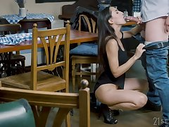 Raven haired Euro sexpot Lilu Moon takes quickening nearly her butt without hesitation