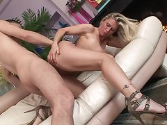 Naked milf floosie in conceited heels bounces on a dick